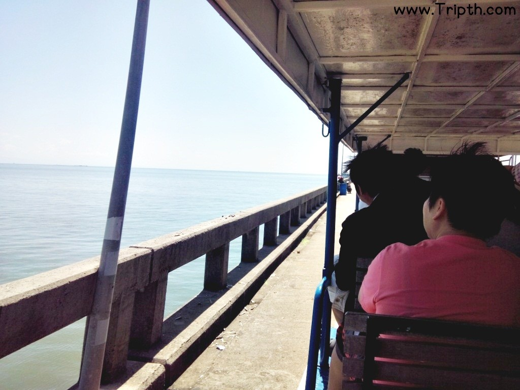 นั่งรถรางไปท่าเรือ