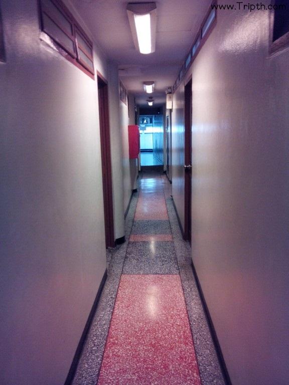 ทางเดินไปห้องพัก ที่พักใกล้ถนนข้าวสาร ลัคกี้ เฮ้าส์ ถนนข้าวสาร By Ttipth (2)