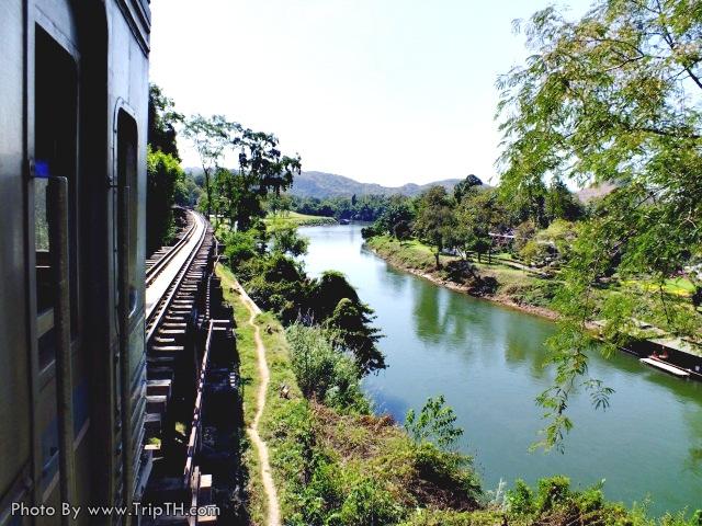 รถไฟวิ่งไปตาเส้นทางสายประวัติศาสตร์