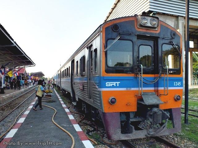พร้อมที่สถานีกาญจนบุรี กลับกรุงเทพฯกัน