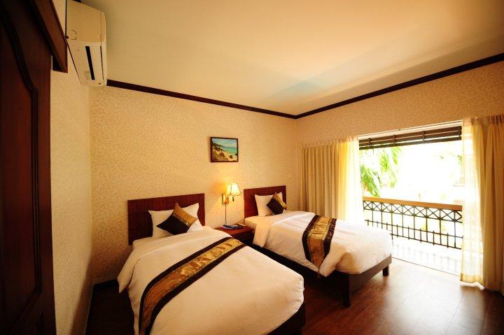 โรงแรม บ้านไม้หอม สัตหีบ ชลบุรี