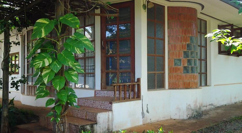 คอเนอร์ เฮาส์ (Corner House)