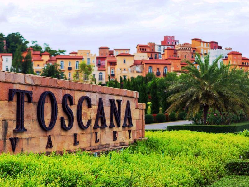 ทาวสแควร์ สวีท บาย ทอสกานา วัลเล่ (Town Square Suite by Toscana Valley)