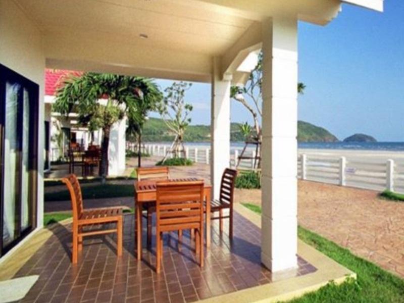 นิว ทราเวล บีช รีสอร์ท (New Travel Beach Resort)
