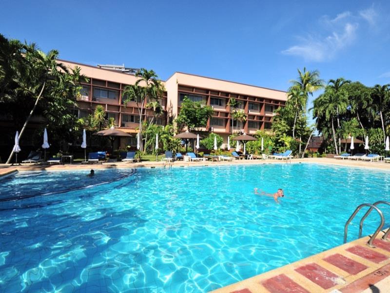 บาศญ่าบีช โฮเต็ล แอนด์ รีสอร์ท (Basaya Beach Hotel & Resort)