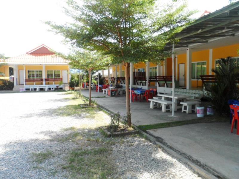 ปูม้า รีสอร์ท (Pooma Resort)
