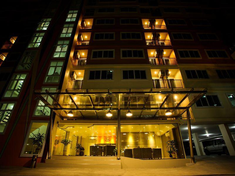 ภัทร เซอร์วิส อพาร์ทเม้นท์ (Patt Serviced Apartments)