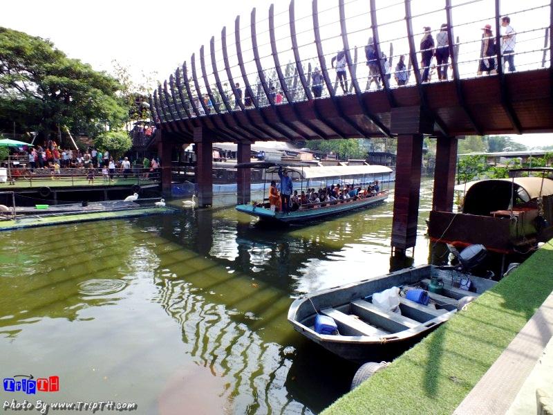 สะพานที่เชื่อมตลาดทั้ง 2 ฝั่ง