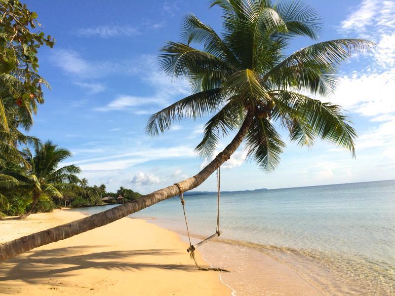 อ่าวขาว ไวท์แซนด์ บีช รีสอร์ท (Ao Kao White Sand Beach Resort)