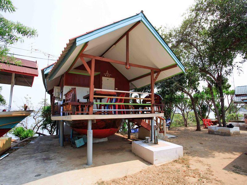 เกาะสีชัง ริมทะเล รีสอร์ต (Koh Sichang Rimtalay Resort)