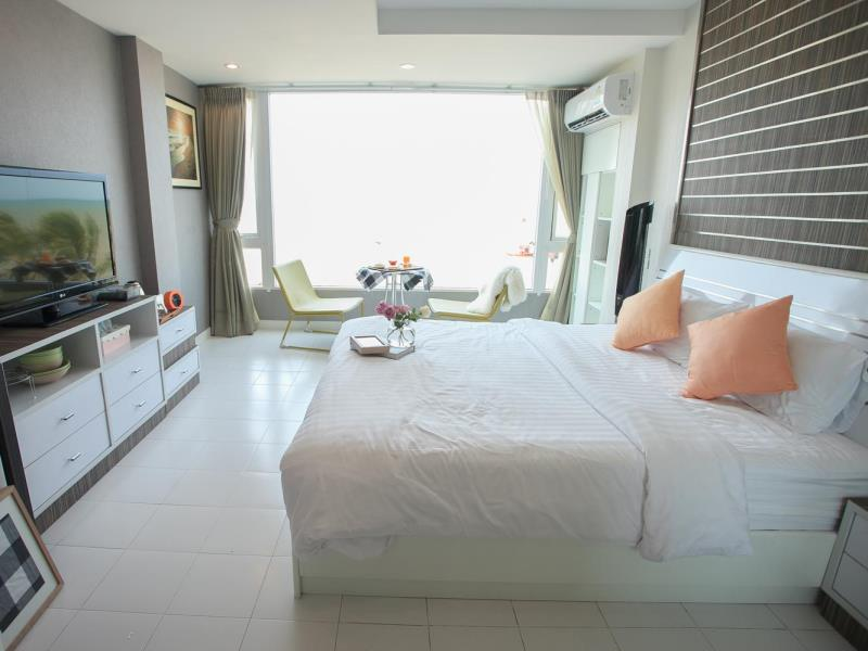 เดอะ มาริน่า บางแสน เฮาส์ (The Marina Sea View House Bangsaen)