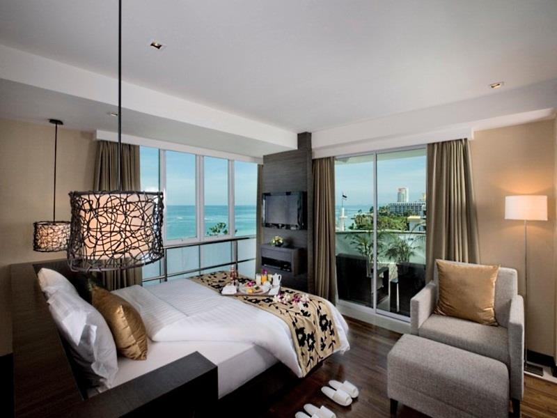 เอวัน พัทยา บีช รีสอร์ต (A-One Pattaya Beach Resort)
