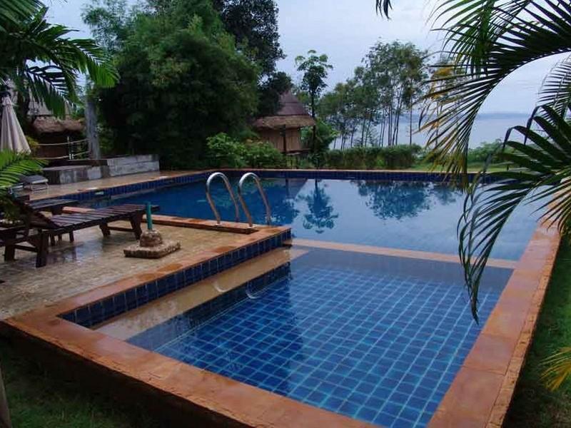 แบมบู ไฮอะเวย์ รีสอร์ท (Bamboo Hideaway Resort)