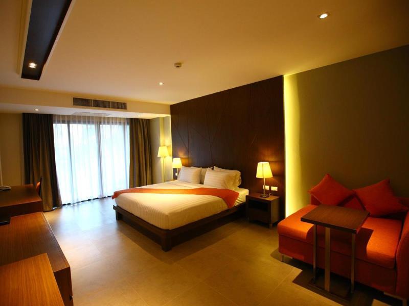 โรงแรมซีซั่น ไฟฟ์ (Season Five Hotel)