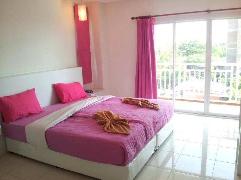 โรงแรม นานาชาติ บางแสน (Na Na Chart Bangsaen Hostel)