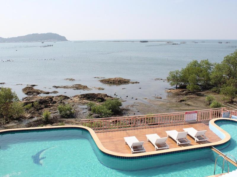 ใบบัว บีช รีสอร์ท (Bai Bua Beach Resort)