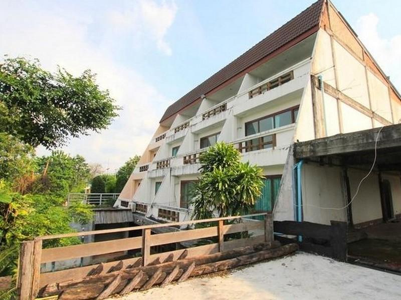 บ้านริมน้ำ รีสอร์ท (Baan Rim Nam Resort)