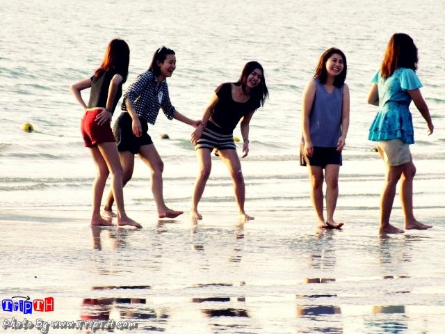 สาวๆ กับทะเล @ หาดเตยงาม