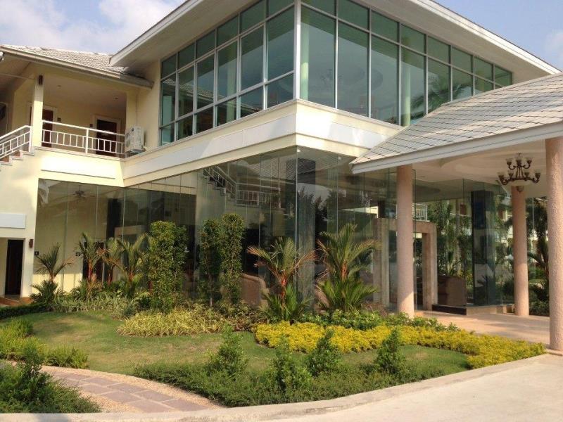 สุวรรณ ไดร์ฟวิ่งเร้นจ์ แอนด์ รีสอร์ท (Suwan Driving Range and Resort)