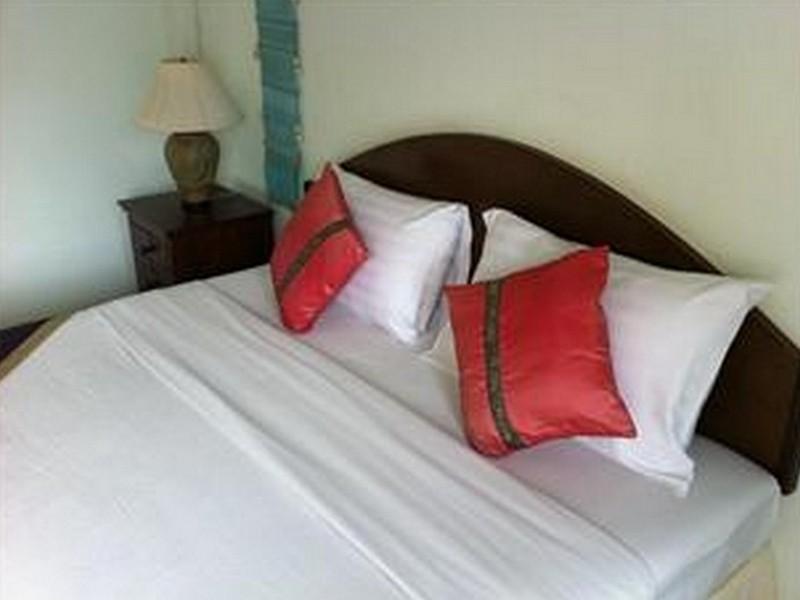 อ่าวน้อย ซีวิว รีสอร์ต (Aow Noi Sea View Resort)