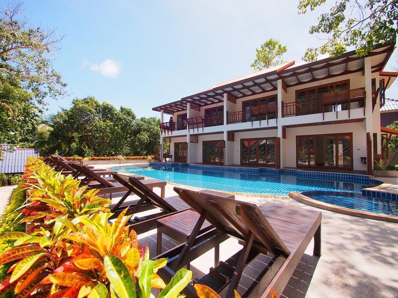 บลูไดมอนด์ รีสอร์ท (Blue Diamond Resort)
