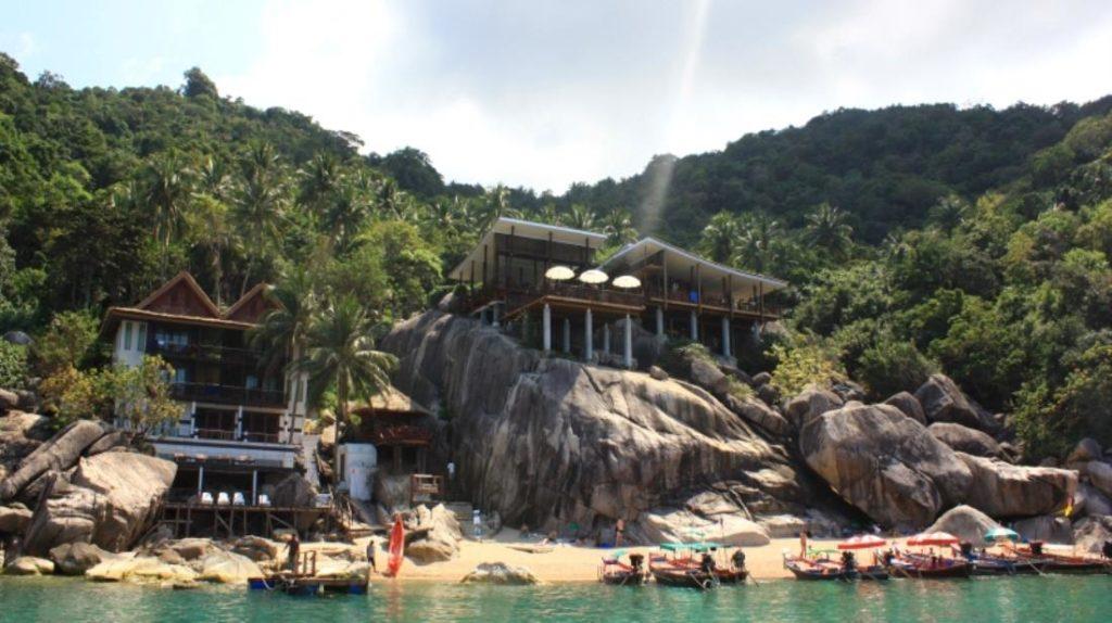 อ่าวม่วง บีช รีสอร์ท (Ao Muong Beach Resort)