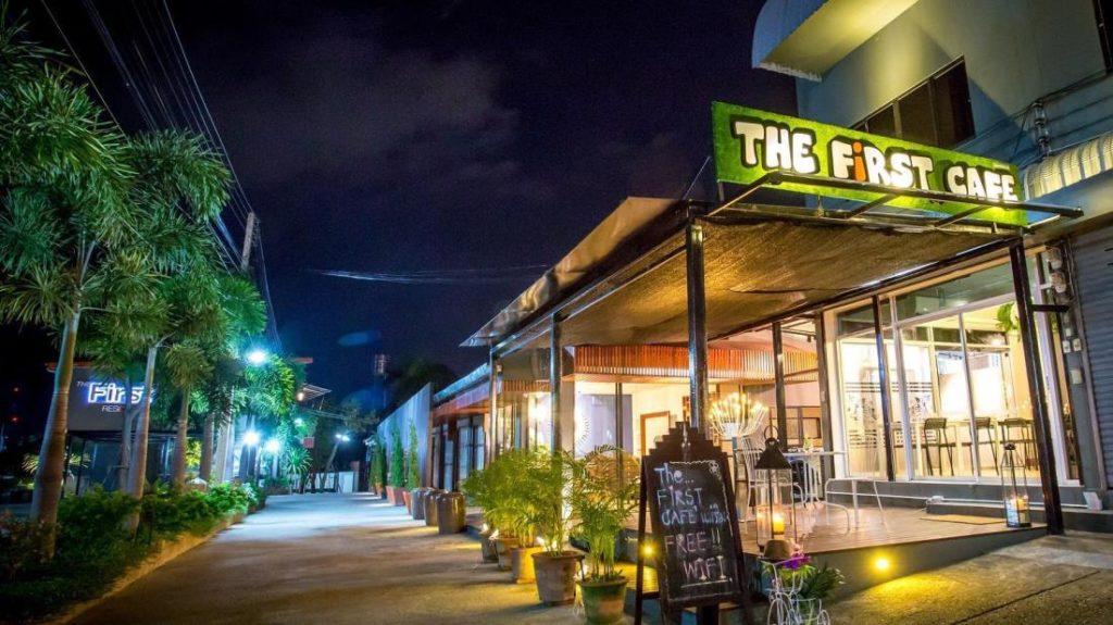 เดอะ เฟิร์ส เรสซิเดนซ์ แอนด์ คาเฟ่ (The First Residence and Cafe)