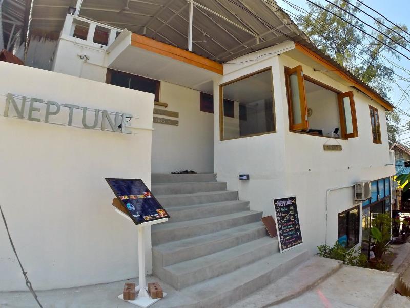 เนปจูน โฮสเทล (Neptune Hostel)