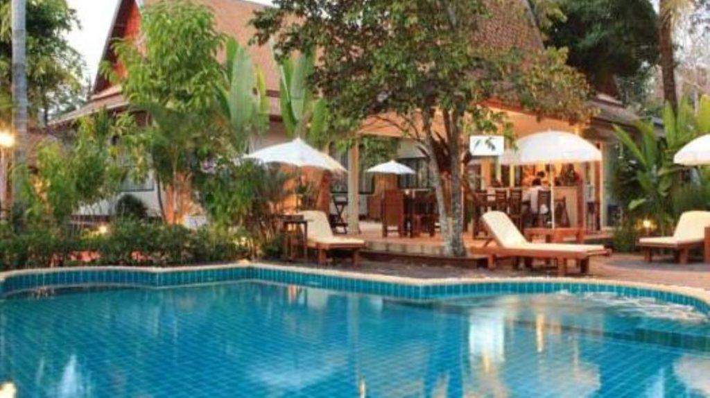 เรือนอริยา รีสอร์ท (Ruen Ariya Resort)