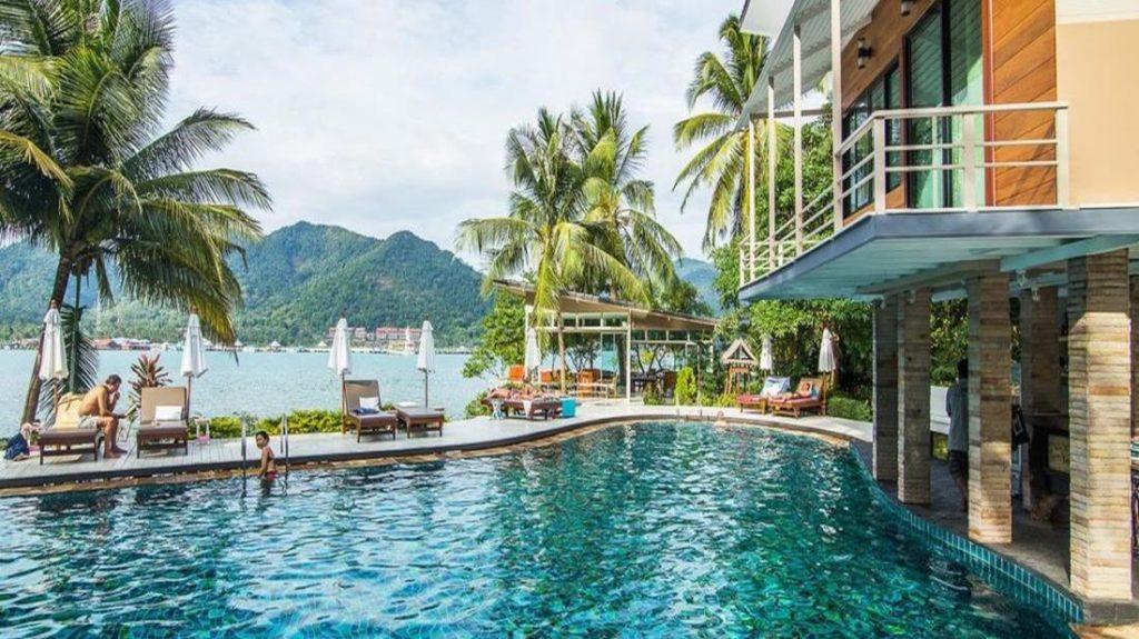 เรโซลูชั่น รีสอร์ท (Resolution Resort)