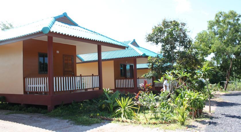 แหลมทองรีสอร์ท (Lam-tong Resort)