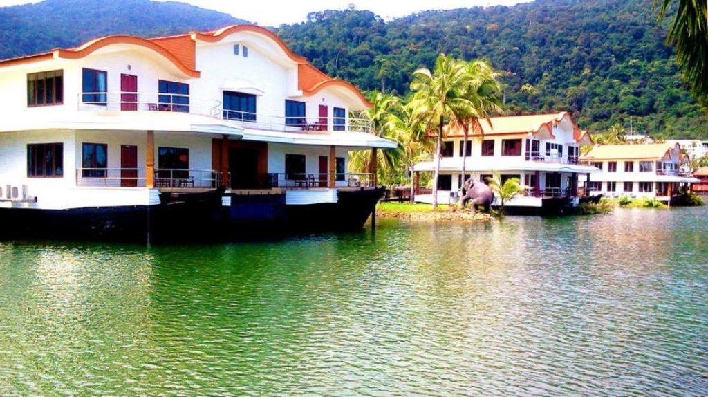โรงแรมเกาะช้าง โบ๊ต ชาเลต์ (Koh Chang Boat Chalet Hotel)