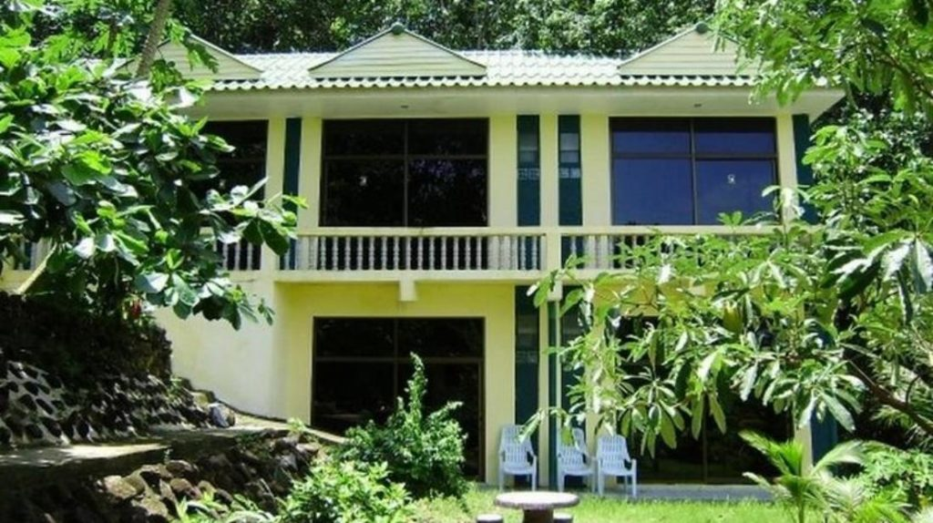 ไอส์แลนด์ ลอดจ์ (Island Lodge)
