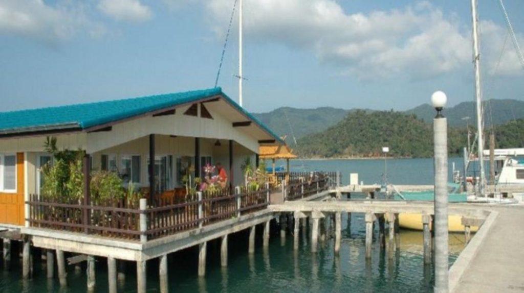 ไอส์แลนด์ วิว รีสอร์ท แอนด์ สปา (Island View Resort & Spa)