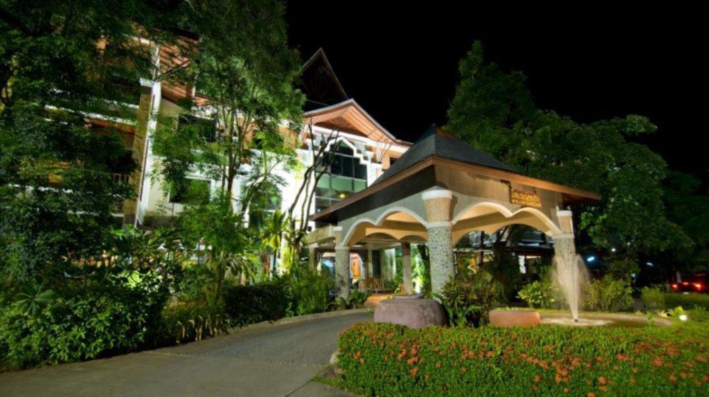 100 ไอส์แลนด์ รีสอร์ท แอนด์ สปา (100 Islands Resort and Spa)