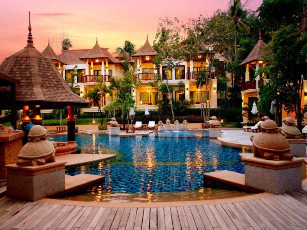 คราวน์ ลันตา รีสอร์ท แอนด์ สปา (Crown Lanta Resort & Spa)