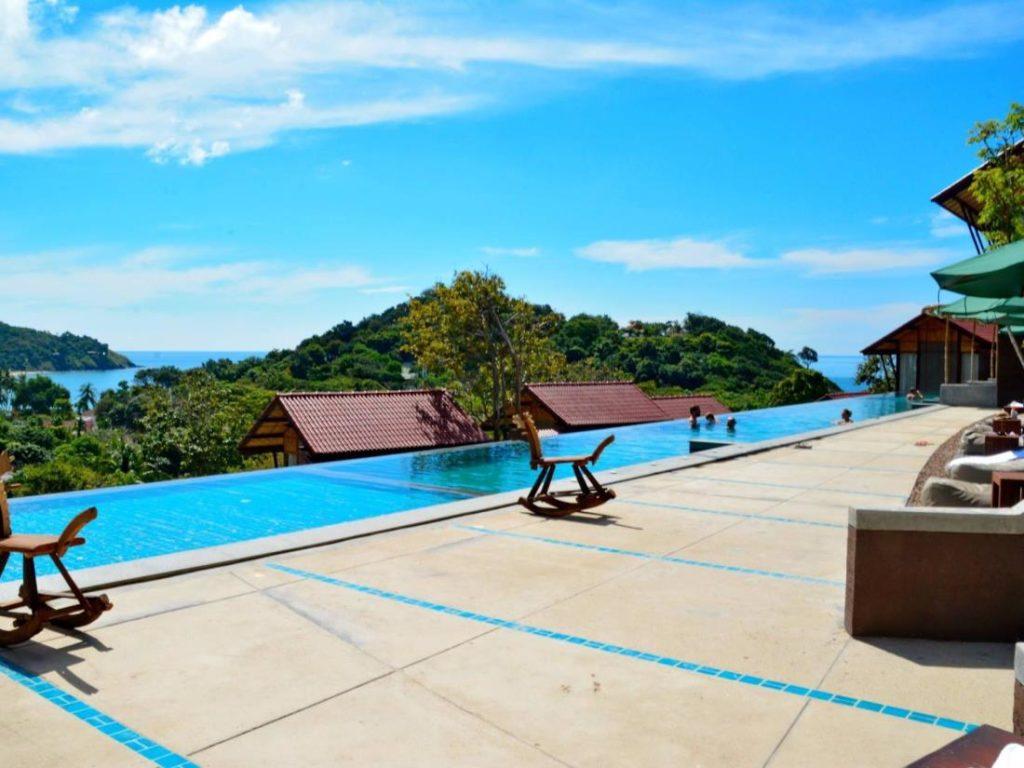 อลามา ซีวิลเลจ รีสอร์ท (Alama Sea Village Resort)