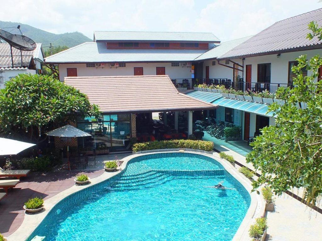 โรงแรมเมดิโอ้ เดอ ปาย (Medio de Pai Hotel)