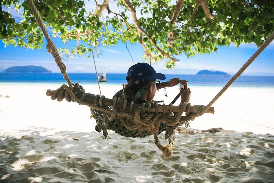 มานั่งๆนอนๆบนเปลริมทะเล โค-ตะ-ระ ชิลเบยจ้าา ขอบคุณภาพสวยๆจาก Love Andaman จ้า