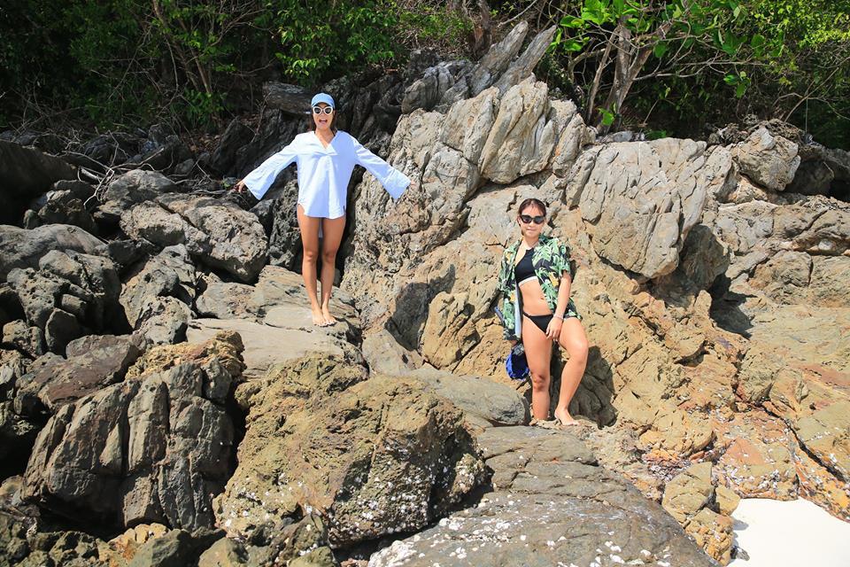 มีโขดหินซอกซอยให้เราเข้าไปเดินเล่นถ่ายรูปด้วยนาจา ขอบคุณภาพสวยๆจาก Love Andaman จ้า