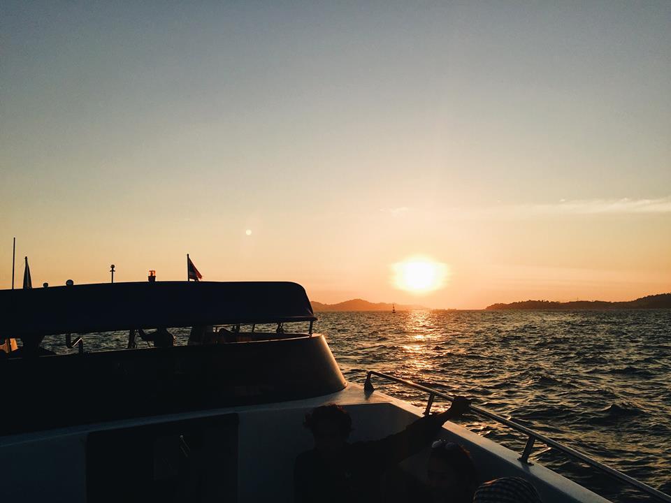 เย่ เสร็จไปแล้วกับ One-day Trip ที่เกาะนาวโอพี ประเทศพม่า คือวันเดียวก็ฟินด้ายยยยย กลับมาเจอพระอาทิตย์อีก ยอมใจ