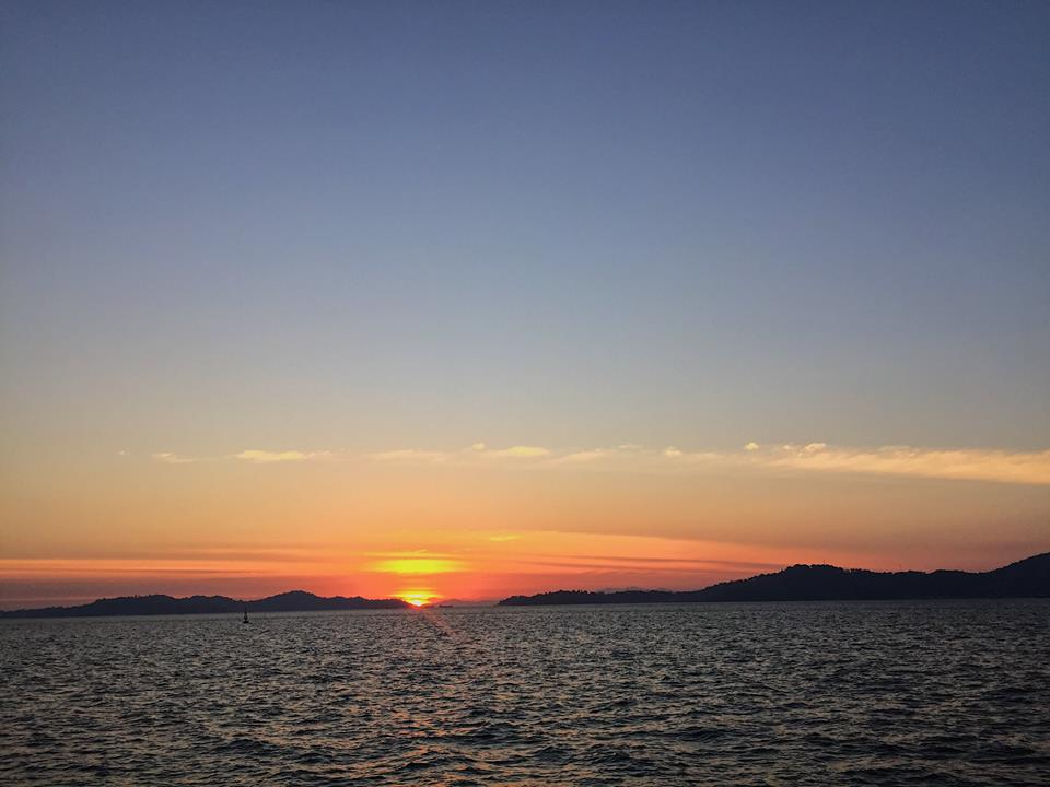 พระอาทิตย์ตกวันนี้งามจับใจ