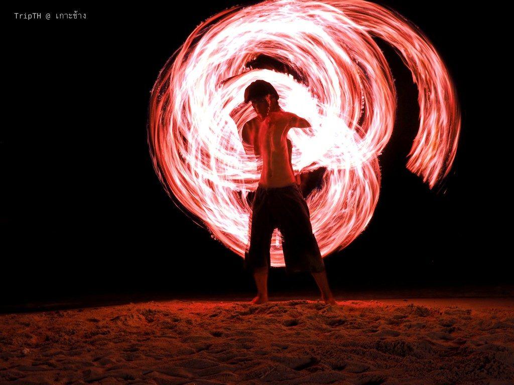 โชว์ควงกระบองไฟ เกาะช้าง (1)