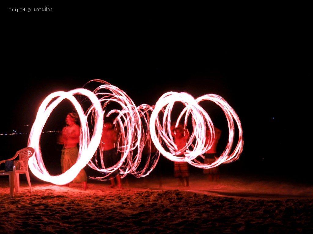 โชว์ควงกระบองไฟ เกาะช้าง (2)