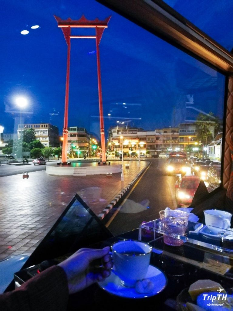 นั่งรถบัสเที่ยวชมเมืองยามค่ำคืน